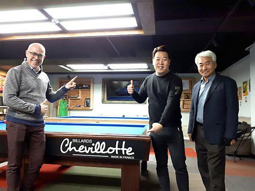 Erwann Douarec de Chevillotte avec M. Kang (milieu) et M. In-Yong de la société Noble Steel
